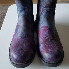 Nathalie op Instagram: Gisteren op schoenenjacht geweest.... voor beide één paar gevonden! Deze zijn van de jongste.  @schuurmanschoenen #schoenen #laarsjes #najaar