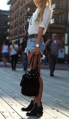 European street style street style Obsessed with the boots European Street Style, Looks Street Style, Looks Style, Saum Jeans, Look Fashion, Womens Fashion, Fashion Trends, Street Fashion, Gq Fashion