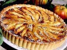 Äppelpaj med mandel och äpplen är en säker kombination. Den här festliga äppelpajen med mandelmassa är lätt att lyckas med. Läs också: Äppelpaj - recept på enkel smulpaj
