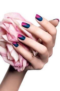 #nailart The V Manicure, by Lancôme