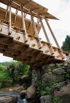 Stepped timber bridge provides meeting place for rural Chinese community