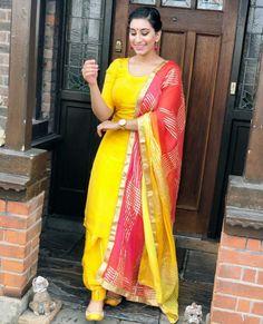 54 trendy how to wear yellow shirt simple Kurti Designs Party Wear, Kurta Designs, Lehenga Designs, Dress Indian Style, Indian Dresses, Long Anarkali Gown, Embroidery Suits Punjabi, Kurti Embroidery, Patiyala Dress