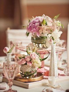 décoration vintage chic en vases de fleurs décorés de dentelle