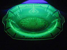 shopgoodwill.com: Vintage Green Indiana Glass Green Vaseline Glass