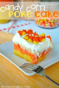 Candy Corn Poke Cake is the perfect Halloween dessert that is super easy to make but has a big wow factor! Make this for your next Halloween Party! Halloween Desserts, Fete Halloween, Halloween Treats, Fall Treats, Halloween Foods, Halloween Recipe, Halloween 2014, Halloween Cupcakes, Party Treats