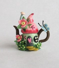Miniature Fairy Sweetheart Whimsy House Teapot OOAK by C. Polymer Clay Fairy, Polymer Clay Miniatures, Fimo Clay, Polymer Clay Projects, Polymer Clay Charms, Polymer Clay Creations, Clay Crafts, Clay Fairy House, Fairy Houses