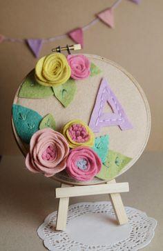 Kids personalizada monograma de la letra BASTIDOR de bordado de Arte con las flores de fieltro y de Las Hojas de cama de rosas porción Catshy Artes ...