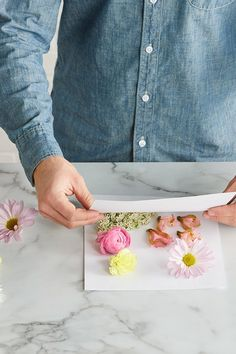 How to Make Your Own Pressed Flowers and Preserve Your Favorite Blooms Save your favorite garden flowers by pressing them with a few materials from around your house. Pressed Roses, Pressed Flowers Frame, Dried And Pressed Flowers, Pressed Flower Art, Tissue Flowers, Paper Flowers Diy, Flower Crafts, Drying Flowers, Perserving Flowers