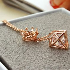 Cheap New Rose Gold Short Chain Zircon Crown Diamond Pendant Necklace For Big Sale!New Rose Gold Short Chain Zircon Crown Diamond Pendant Necklace is a perfect gift for her. Cute Necklace, Cool Necklaces, Girls Necklaces, Simple Necklace, Diamond Choker, Gold Choker, Diamond Pendant Necklace, Diamond Necklaces, Cute Jewelry