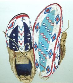 woman's moccasin, Sioux