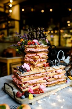 Industrial-Style trifft auf Wiesenblume | | Backlinse Industrial, Desserts, Food, Pastry Chef, Wedding Cakes, Food And Drinks, Food Food, Bakken, Tailgate Desserts