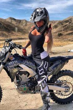 Dirt Bike Girl, Motorbike Girl, Motorcycle Outfit, Motorcycle Quotes, Biker Chick Outfit, Motorbike Photos, Motorcycle Dirt Bike, Motocross Maschinen, Motos Sexy