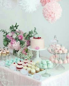 Talk about AMAZING! This dessert table is so beautiful and mesmerizing!