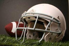 foto de How to Make a Football Helmet Out of a Cardboard Box Kiddos Football helmets Nfl football