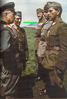 Walter Model as Oberbefehlshaber Heeresgruppe Nordukraine are discussions with a Hungarian officer rank of Lieutenant-Colonel. Hungary is an ally of Germany in World War II. On the model is Generalleutnant Rudolf von Bünau (last rank of General der Infanterie)