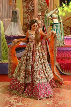 40 Ideas asian bridal hijab pakistani dresses for 2019 Indian Wedding Wear, Pakistani Wedding Outfits, Bridal Outfits, Pakistani Dresses, Indian Dresses, Indian Outfits, Wedding Lehnga, Wedding Black, Bridal Lehenga Collection