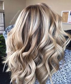10 Top Ten Balayage hair blond, brown or dark brown. Here you will find the bes … - All For Hair Color Trending Blonde Hair Colour Shades, Hair Color And Cut, Hair Highlights And Lowlights, Chunky Highlights, Brunette Highlights, Caramel Highlights, Color Highlights, Balayage Blond, Bayalage