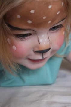 Face painting for carnival: 30 simple ideas with instructions - Hirsch Bambi face painting for little girls - Baby Deer Costume, Deer Costume For Kids, Deer Halloween Costumes, Halloween Makeup, Halloween Face, Rabbit Halloween, Reindeer Costume, Costumes Kids, Deer Makeup