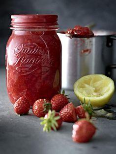 Unser beliebtes Rezept für Erdbeer-Aperol-Konfitüre und mehr als 55.000 weitere kostenlose Rezepte auf LECKER.de.