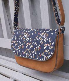 Tuto: Handbag with shoulder strap in faux leather and fabric / Faux leather and fabric handbag - Coin Couture, Couture Sewing, Fabric Handbags, Fabric Bags, Diy Sac, Diy Bags Purses, Diy Purse, Leather, Dark Blue