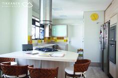 Projeto: arquitetas Taina Tikkanen e Patrícia Casari Colaboração: arqª Marcela Turíbio Fotos: Carol Coelho Marcenaria : BRASMAR #cozinha #mesa #bancada #armário #coifa #marcenaria