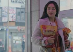Kim Tae-Hee's fashion as Cha Yu-Ri in 'Hi Bye Mama' also caught the attention of fans thanks to her many totally stealable looks. Kim Tae Hee Fashion, Knitted Coat, Hooded Cardigan, Her Style, Kdrama, Korean Fashion, Fashion Beauty, Episode 5, Passion