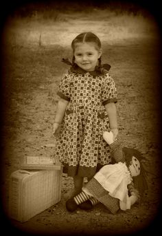 Girl with raggedy Ann........MY GIRLS HAD BOTH RAGGEDY ANN AND ANDY.......LOVED THEM...….I LOVE THIS OLD VINTAGE PICTURE……REMINDS ME OF DAYS GONE BY - AND HOW QUICKLY THEY FLY……………ccp