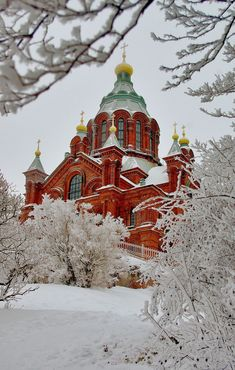 Uspenski Cathedral (Uspenskin Katedraali) in Helsinki. It's up on a hill overlooking the harbour. I didn't get close but would love to see inside. // Helsinki, Finland by Chris Bladon The Places Youll Go, Places To See, Visit Helsinki, Finland Travel, Voyage Europe, Thinking Day, Kirchen, Winter Scenes, Places To Travel