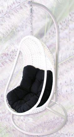 Wicker hangstoel egg chair gemakkelijk online bestellen. Heerlijke lounge wicker hangstoel om lekker te relaxen. Nú lounge egg chair met korting! -
