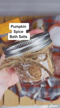 Bath Bomb Recipes, No Salt Recipes, Diy Bath Tea Recipes, Salt Scrub Recipe, Bath Salts Recipe, Diy Herbal Bath Salts, Diy Bath Salts Easy, Diy Bath Salts With Essential Oils, Essential Oil Bath Bombs