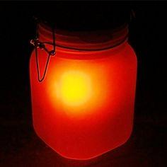 Hol Dir die Sonne nach Hause – wie viel Stimmung ein leuchtendes Glas entfalten kann, beweist diese spezielle Lampe. Via: www.monsterzeug.de