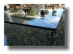 Estupenda mesa artesanal en hierro ideal para una galería.  Importante vidrio blinde. Veni a visitarnos te esperamos en la barra punta del este.