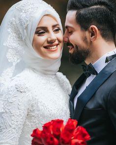 Image may contain: 2 people wedding and flower Muslim Couple Photography, Wedding Photography Poses, Wedding Poses, Wedding Photoshoot, Wedding Couples, Wedding Ideas, Disney Wedding Dresses, Muslim Brides, Wedding Hijab
