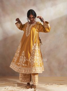 Women's Ethnic Fashion, Indian Fashion Dresses, Indian Designer Outfits, Trendy Fashion, Latest Fashion, Punjabi Suits Designer Boutique, Embroidery Suits Design, Indian Attire, Indian Wear