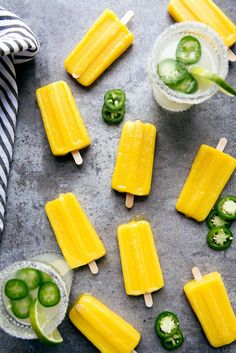 JALAPEÑO MANGO MARGARITA POPSICLES Boozy popsicle cocktails made with alcohol Take these tequila-infused popsicles to the next level by serving them in a margarita. Get the recipe at Broma Bakery (summer cocktails tequila) Wine Popsicles, Alcoholic Popsicles, Champagne Popsicles, Frozen Popsicles, Mango Popsicles, Alcoholic Drinks, Mango Drinks, Yummy Drinks, Brunch Drinks