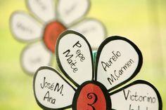 ¿En que mesa estás? Jardín de margaritas para distribuir las mesas de los invitados #meseros#boda#ideas
