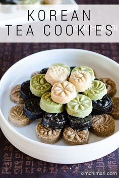 Korean Dessert or Sweets that is pressed into a beautiful shapes. Made with black and white sesame and other healthy, yummy ingredients. korean food kimchi recipe Korean Tea Cookies (Dasik) for Lunar New Year Asian Desserts, Asian Recipes, Sweet Recipes, Alcoholic Desserts, Asian Snacks, Korean Tea, Korean Food, Korean Dessert, Korean Sweets