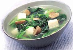 Resep Sup Bayam Jamur Tahu Enak dan Sehat Kalau sedang sakit, banyak diantara kita yang nafsu makannya berkurang. Kalau sudah begini keadaannya, usahakan untuk memasak sesuatu yang lebih sehat dan enak pastinya karena bisa meningkatkan nafsu makan. Salah satu masakan yang sering saya makan kalau sakit adalah sup sayur. Selain…