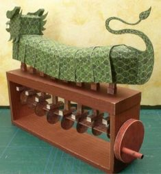PRESENT - Mechanical Paper - Green scaled dragon (Cory Doctorow, 2006)