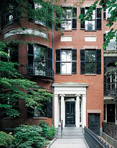 Beacon Hill rowhouse. Architect: Edward Shaw, for clients Adam and Mary Thaxter, 1837. Photo.: J. David Bohl for Antiques & Fine Art magazine.