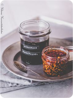 Ramen-Baukasten: Schwarzes Knoblauchöl Candle Jars, Candles, Asian Cooking, Asian Recipes, Dips, Food Photography, Bbq, Goodies, Cooking Recipes