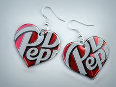 Soda Can Earrings. Going to make some for gifts and to sell at the rummage sale in the spring. Wire Crafts, Jewelry Crafts, Jewelry Art, Beaded Jewelry, Handmade Jewelry, Pop Can Crafts, Diy Arts And Crafts, Diy Crafts For Kids, Aluminum Can Crafts