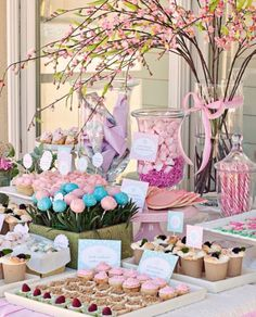 This is a lovely birthday party that would look great for any occasion!