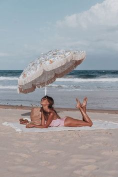 summer | beach | ocean | sun umbrella | girl | tanning | photography | tan
