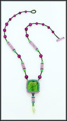 Kronleuchterjuwelen Glasperlenschmuck - Peyotekette mit grasgruenem Anhaenger (Detailfotos)