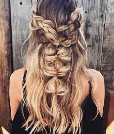 18 Best Bohemian Hairstyles That Turn Heads Bohemian hairstyles are worth mastering because they are creative, pretty and so wild. Plus, boho hairstyles do not require much time and effort to do, whic(Beauty Hairstyles For Party) Bohemian Hairstyles, Pretty Hairstyles, Braided Hairstyles, Wedding Hairstyles, Hairstyle Ideas, Updo Hairstyle, Crazy Hairstyles, Amazing Hairstyles, Hairstyle Pictures