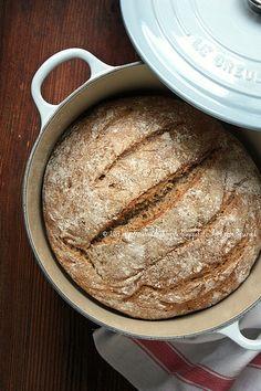 Pane integrale senza impasto a lievitazione naturale (lievito madre integrale)