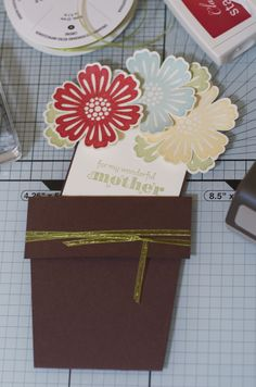 Mixed Bunch Card Class sample: Flowerpot pocket card using Mixed Bunch and Delightful Dozen stamp sets and Blossom punch by Stampin' Up! (Inspired by http://pinterest.com/pin/134263632610892162/)