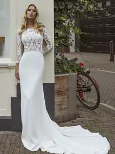 Modeca & Le Papillon wedding dresses are exquisite hand-crafted bridal gowns from the Netherlands. Explore our collection of Modeca & Le Papillon gowns. Slinky Wedding Dress, Chic Wedding Dresses, Wedding Gowns With Sleeves, Wedding Dress Boutiques, Wedding Dress Chiffon, Long Sleeve Wedding, Designer Wedding Dresses, Bridal Dresses, Beautiful Gowns