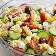 A fresh and easy Greek Pasta Salad just in time for summer! This crowd-pleasing … A fresh and easy Greek Pasta Salad just in time for summer! This crowd-pleasing side dish is tasty with grilled meats and at all your backyard barbecues. Greek Salad Pasta, Soup And Salad, Healthy Pasta Salad, Easy Pasta Salad, Italian Dressing Pasta Salad, Homemade Pasta Salad, Vegetarian Pasta Salad, Italian Pasta, Salad Recipes Video